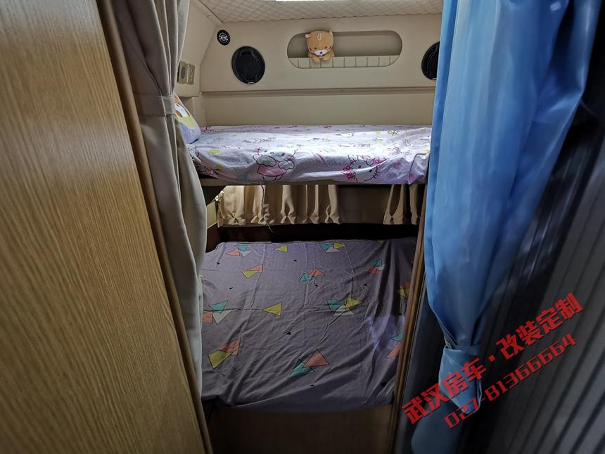考斯特改裝房車19.jpg